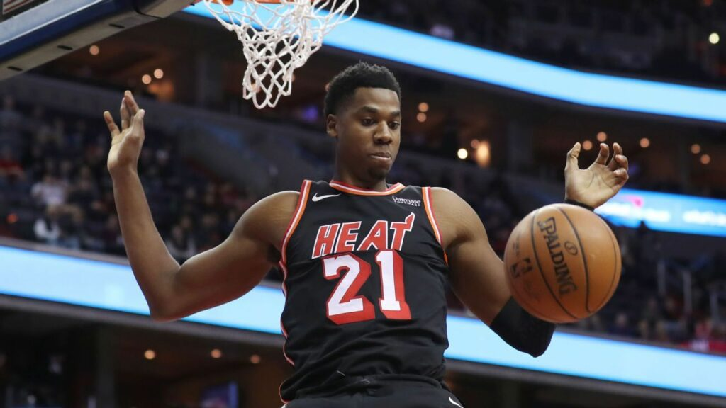 Whiteside abruptly exits Heat bench early in loss