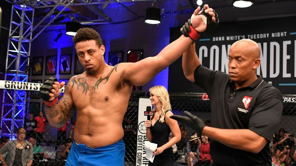 Ex-NFL DE Hardy to make UFC debut in Jan.