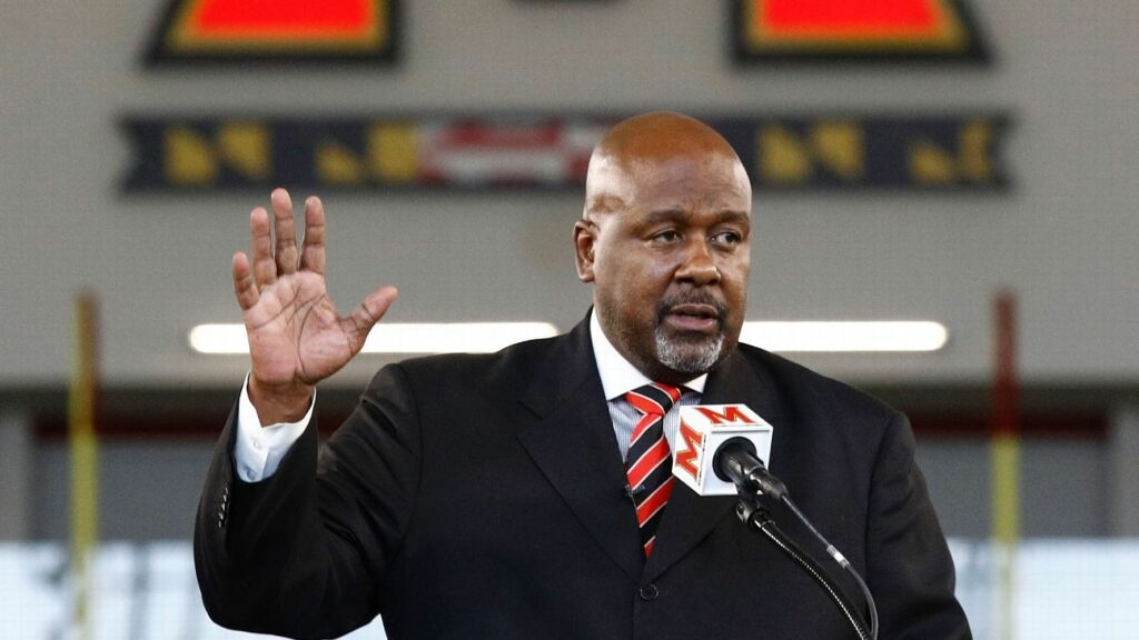 New Terps coach has support of McNair's dad