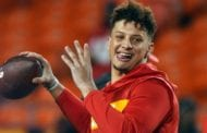 Patrick Mahomes takes his time for nonchalant TD toss