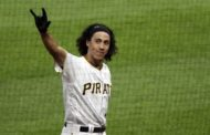 Tucker homers in debut, Pirates top Giants 3-1 in 5 innings